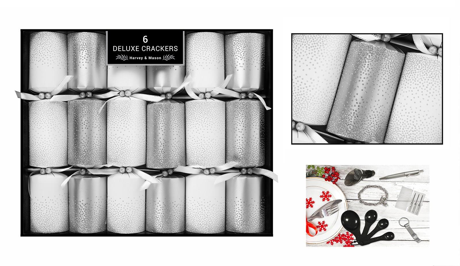 RSW 8 Premium Christmas Crackers Tartan Stag Design